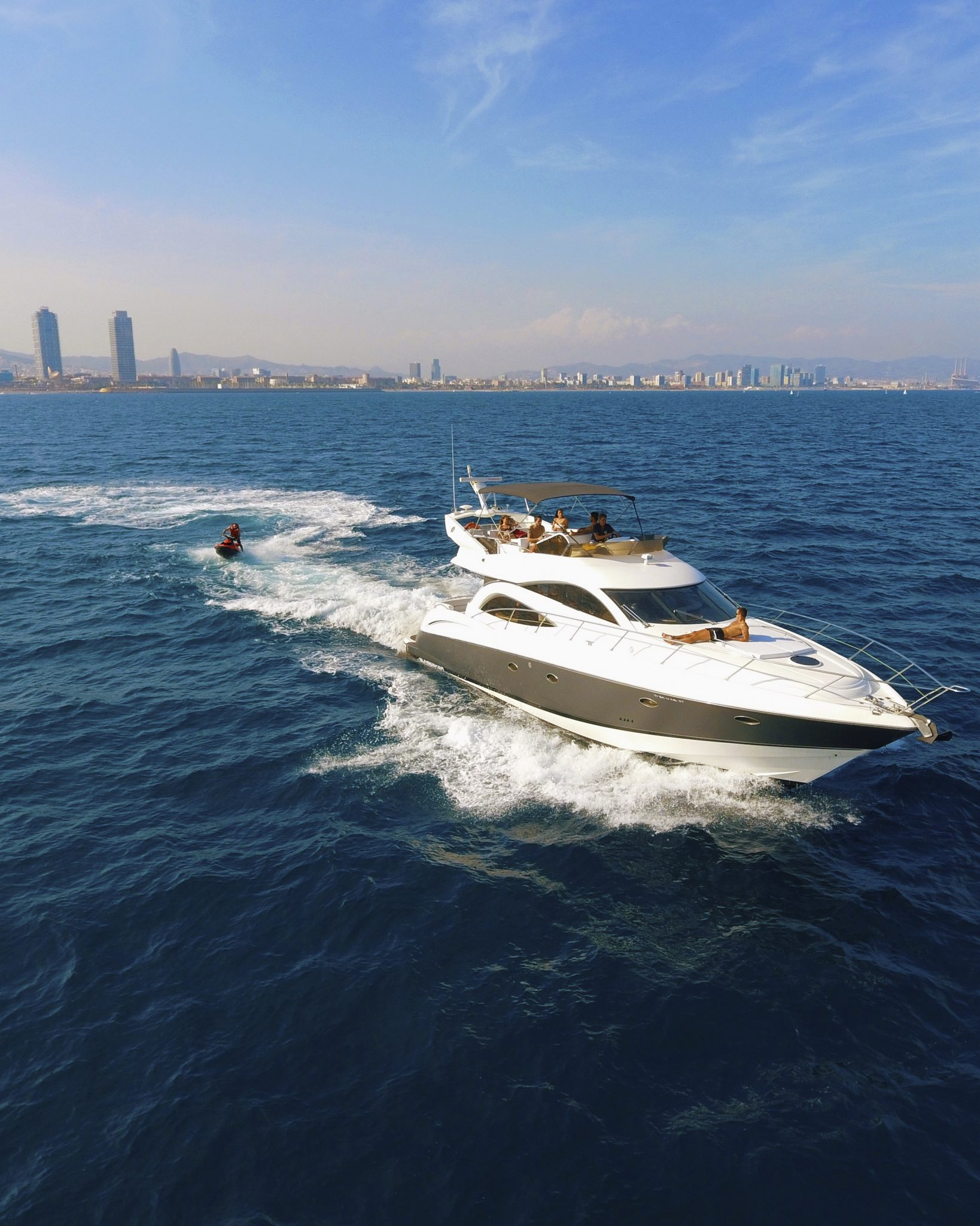 yacht_luxury_cruise_barcelona_skyline_tour